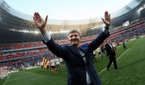 RINAT AKHMETOV IS HERE TO KEEP THE PEACE. MAYBE. PHOTOGRAPHER: ALEXANDER KHUDOTEPLY/AFP/GETTY IMAGES